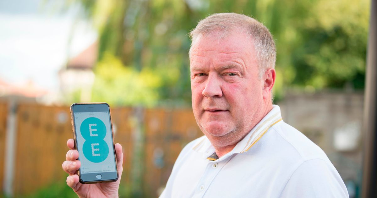 Plumber 'fuming' after EE charge him £24 a month for phone he doesn't even have