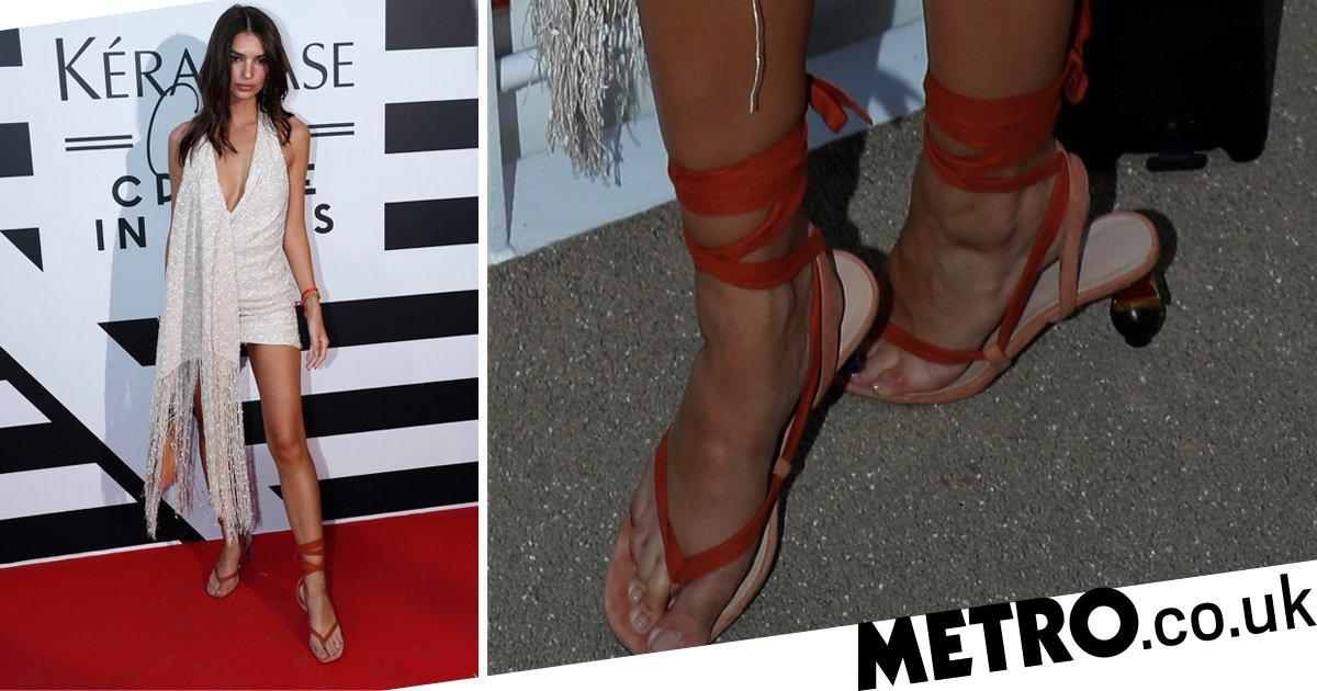 Emily Ratajkowski basically wore flip flop heels and they looked dangerous