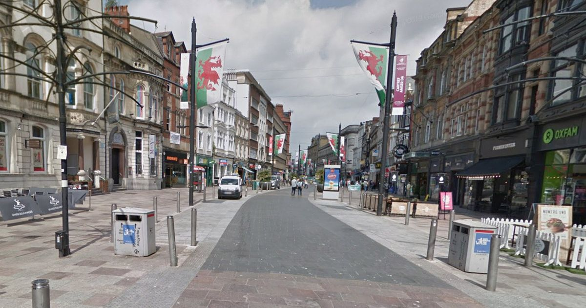 Murder probe launched as man dies after 'fight' on busy street in city centre