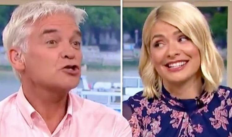 Holly Willoughby embarrassed as Phillip Schofield teases her over knickers revelation