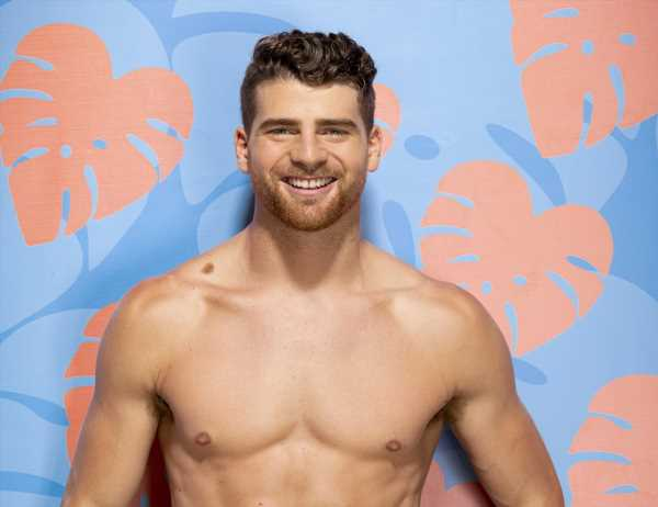 This 'Love Island' Star Is So Determined To Find Love, He Already Has An Engagement Ring