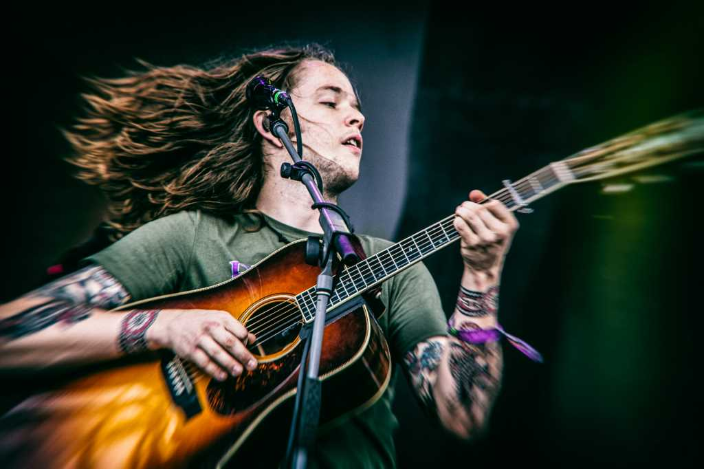Billy Strings Previews New Album 'Home' With Gripping Song 'Taking Water'