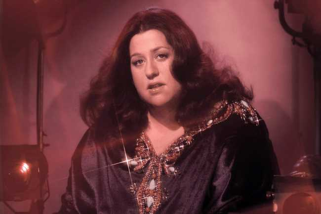 Flashback: Cass Elliot Performs a Shimmery 'Dream a Little Dream of Me' in 1970