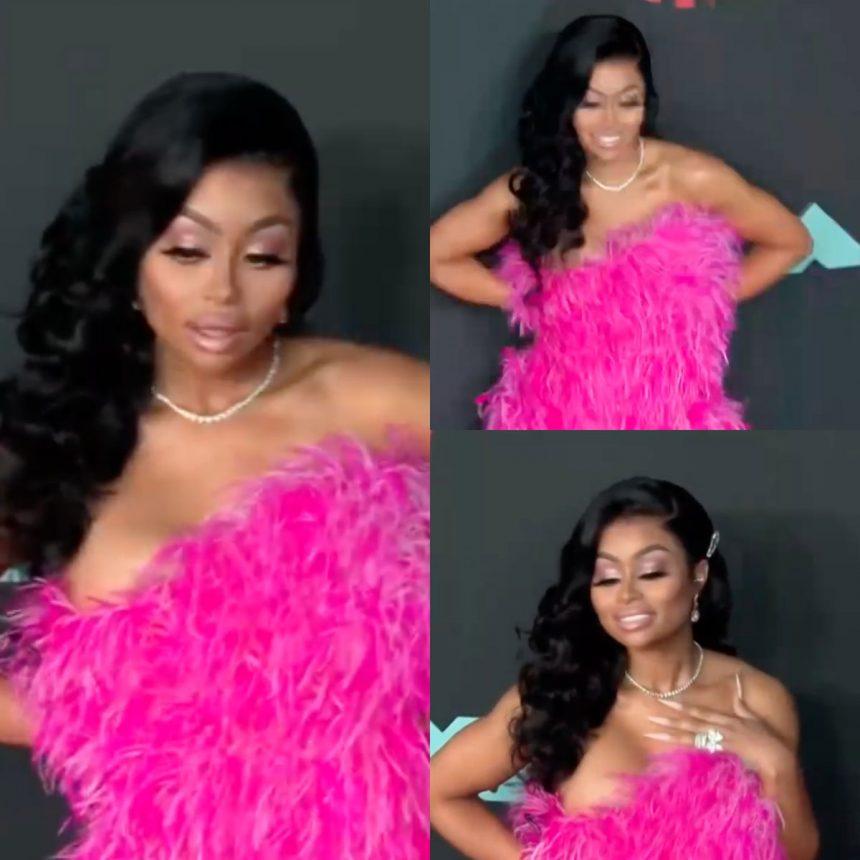 Blac Chyna Flaunts Her Feathers At The MTV VMAs!