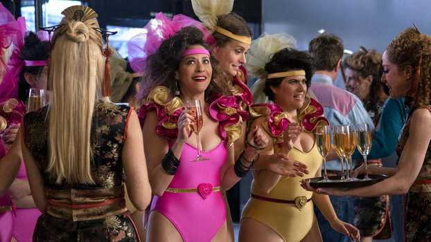 GLOW's Costume Designer Says That Each Season Requires 200 Fittings — A Day
