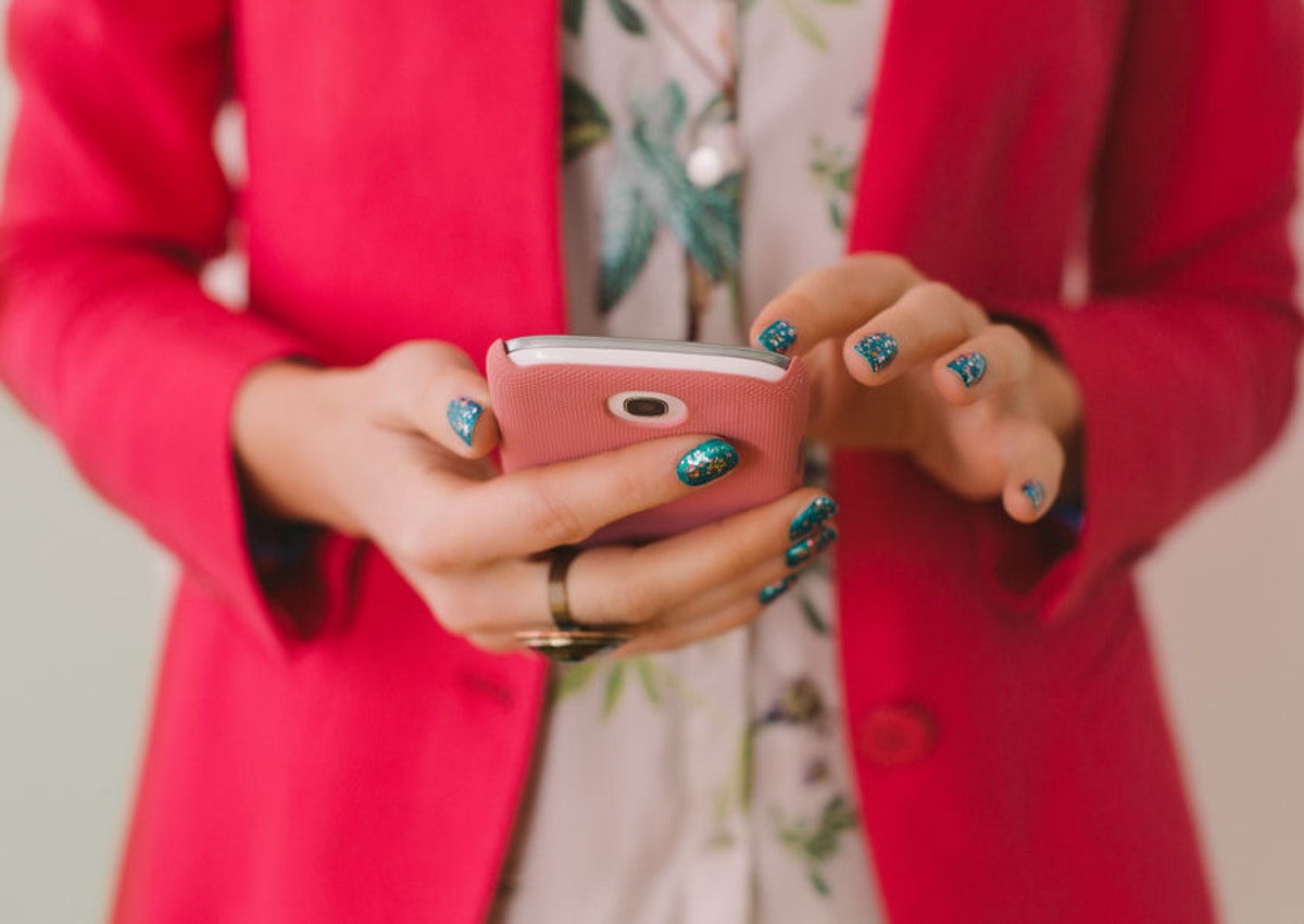 Is Texting Your Partner All Day Healthy? An Expert Says You Might Want To Stop