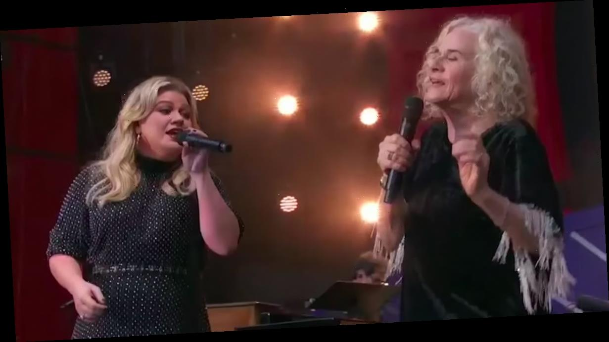 """Kelly Clarkson and Carole King Belted Out """"Where You Lead"""" Like a Couple of Gilmore Girls"""