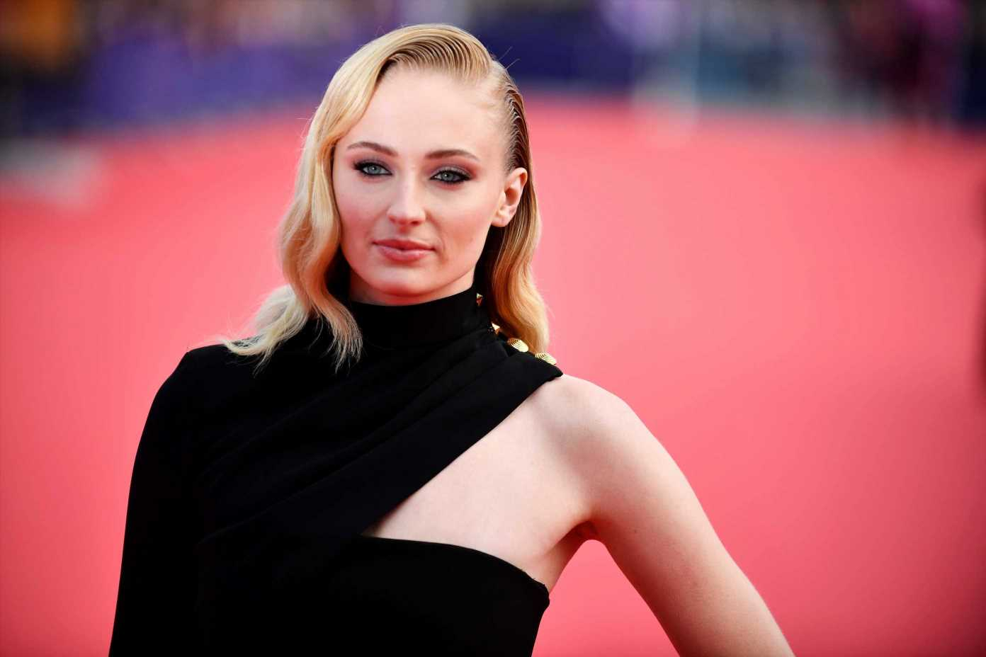 Game of Thrones' Sophie Turner to front terrifying new plane crash thriller Survive – The Sun
