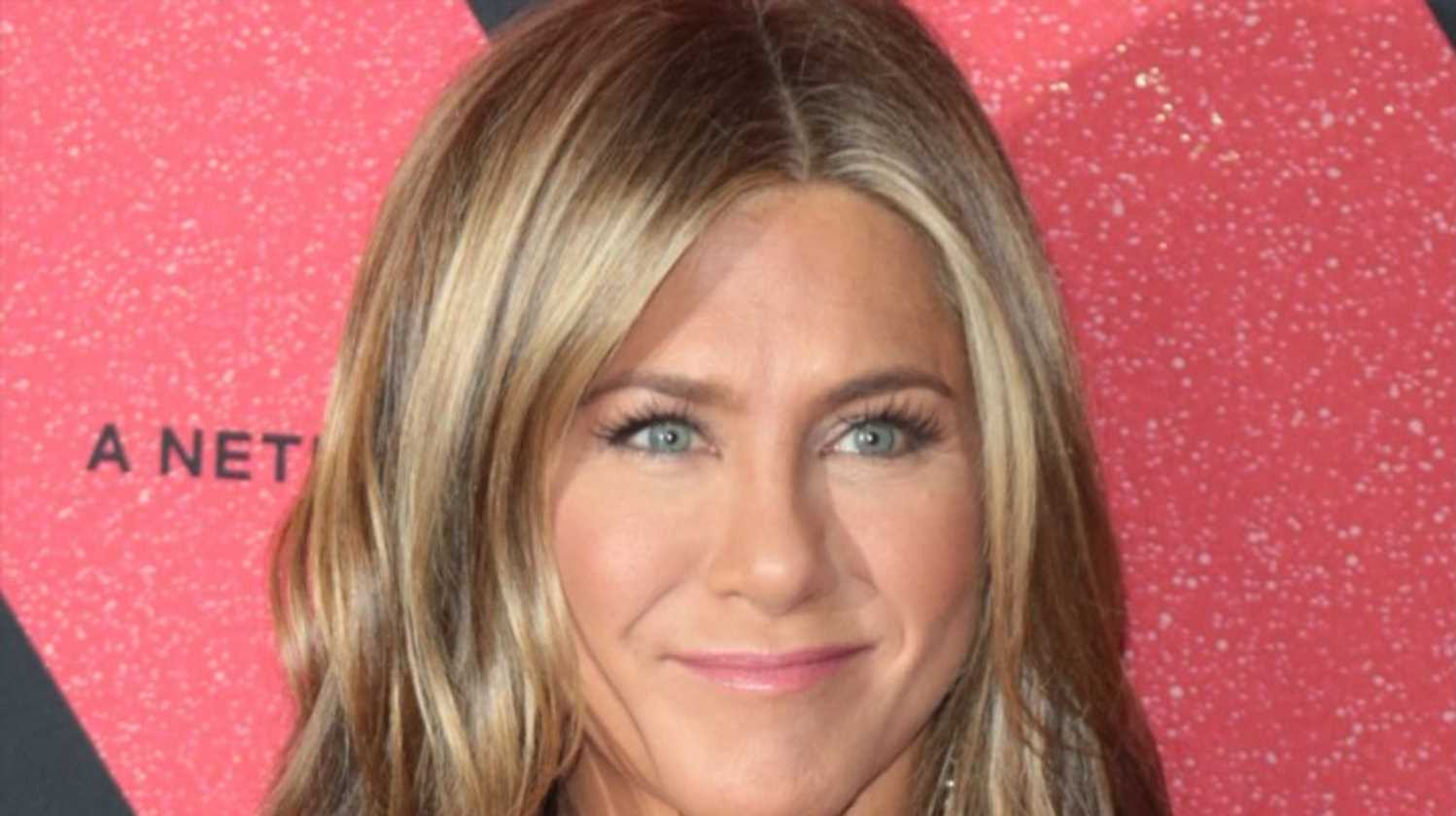 Jennifer Aniston opens up about days she 'wants to just cry,' doesn't 'want to be seen'
