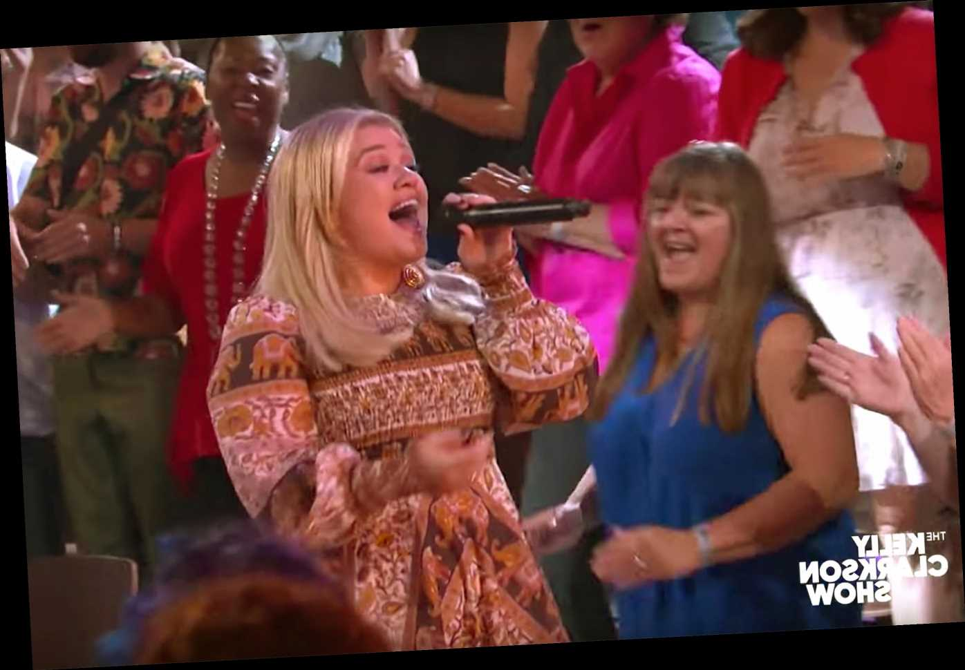 Kelly Clarkson channels Whitney Houston while singing 'I Wanna Dance With Somebody' in new Kellyoke