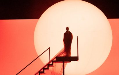 Review: 'Akhnaten' Puts You on Philip Glass Time