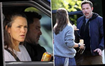 Jennifer Garner drives ex Ben Affleck to a hotel after they were seen arguing outside her LA home – The Sun