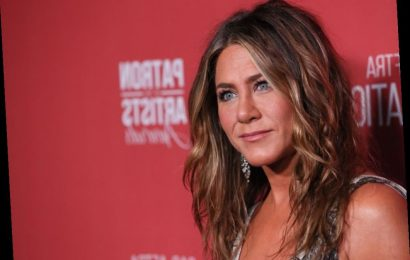 Jennifer Aniston's Trick for Handling the Paparazzi