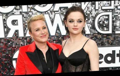 Patricia Arquette Jokes About 'Clubbing' Joey King With Her Award