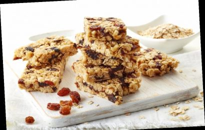 These Dessert-Worthy Granola Bars will Keep the Entire Family Full Anywhere
