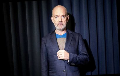 Watch Michael Stipe Sing 'It's the End of the World…' in Coronavirus PSA