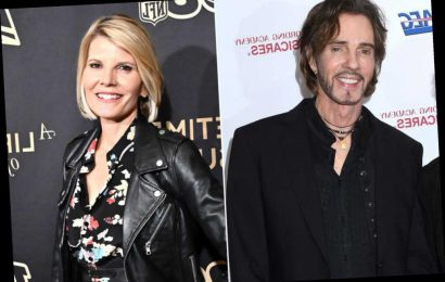 Rick Springfield plays 'Jessie's Girl' for quarantined Kate Snow