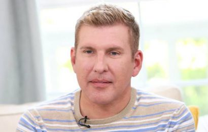 Todd Chrisley reveals positive coronavirus diagnosis, says he was admitted to hospital