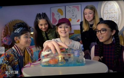 Netflix Releases Nostalgic Teaser for The Baby-Sitters Club — Featuring a See-Through Landline!