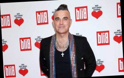 Robbie Williams has finally got a mobile phone after 14 years without one but has been bombarded with hateful messages