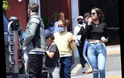 Ben Affleck & Ana de Armas went to lunch with his kids, they wore masks, she didn't