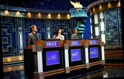 'Jeopardy!': A Small Detail on Contestants' Podiums Tells Alex Trebek Who Selects the Next Clue