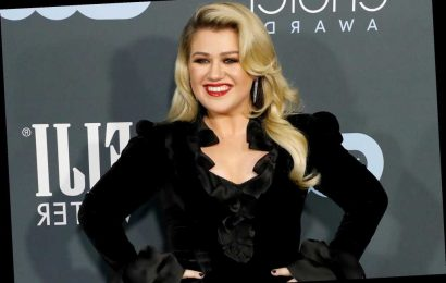 Kelly Clarkson was on an 'emotional roller coaster' leading up to divorce filing