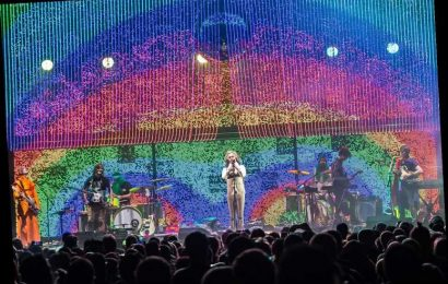 Flaming Lips Perfects Socially Distanced Rock 'n' Roll — by Playing Inside Bubbles!