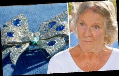 Antiques Roadshow guest speechless after expert's valuation of huge diamond brooch