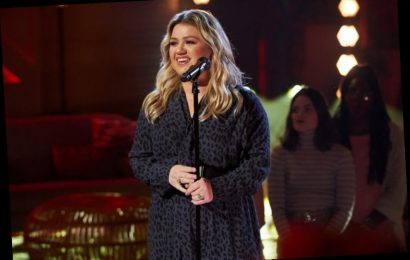 Kelly Clarkson Says Fans Give Her this Backhanded Compliment When They Meet Her