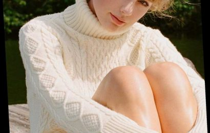 Taylor Swift Supports Indie Record Stores By Sending Signed Folklore CDs