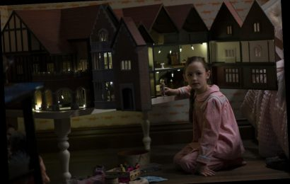Flora's Dollhouse In 'Bly Manor' Has A Surprising Harry Potter Connection