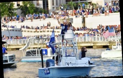 Tampa Bay Lightning's Title Celebration Flouts COVID-19