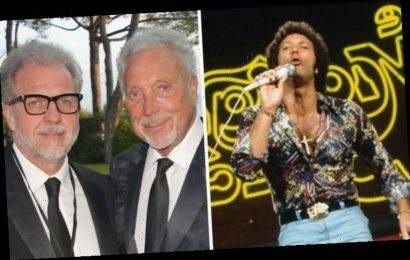 Tom Jones son: When did Mark Jones become Sir Tom's manager? How did it happen?