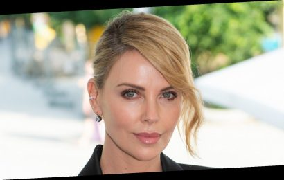 The hilarious way Charlize Theron got ready for the People's Choice Awards