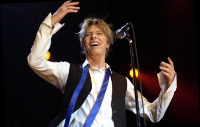 Flashback: David Bowie Plays 'The Bewlay Brothers' Live for the First Time Ever