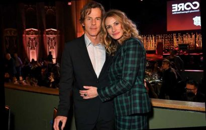 Julia Roberts Celebrates 18th Wedding Anniversary with Husband Danny Moder: 'Heck Yes'