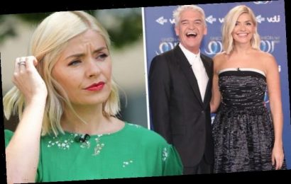 Holly Willoughby: Dancing On Ice host issues warning to viewers as ITV show sparks change