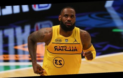 LeBron James Leaves Lakers Game After Twisting Ankle