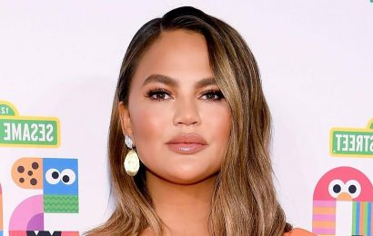 Chrissy Teigen Returns to Twitter 3 Weeks After Announcing She Was Leaving