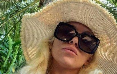 Courtney Stodden sends fans into meltdown with eye-popping naked snap