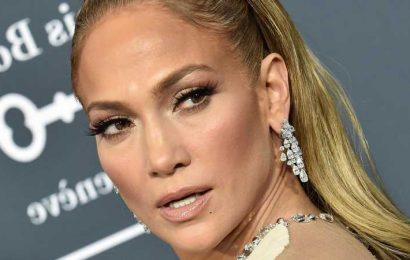 How Alex Rodriguez Supposedly Feels About Jennifer Lopez's Reunion With Ben Affleck