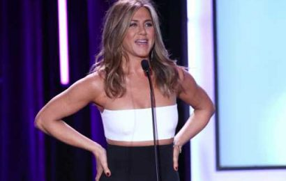 Jennifer Aniston Throws Her Head Back & Hits a Power Pose in This Rare Glammed Up Photo