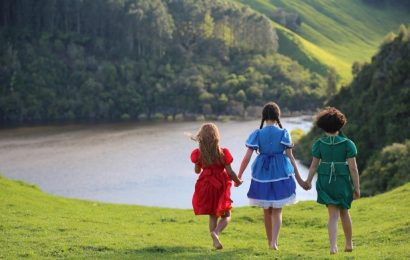 Array Releasing Boards New Zealand Indigenous Drama 'Cousins'