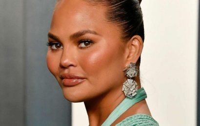 Chrissy Teigen apologizes for cyberbullying: 'There is no justification for my behavior'