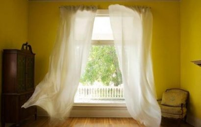 Is it better to have windows open in hot weather?