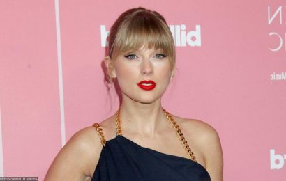 Taylor Swift Sends Loving Message to Her Mom Andrea After 2021 CMT Award Win
