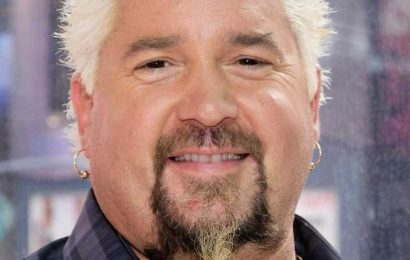 This Is How Guy Fieri Treats Fans At The Grocery Store
