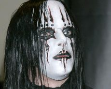 Family confirm Slipknots drummer and founding member Joey Jordison has died