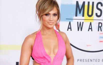 Jennifer Lopez is Glowing in New Instagram Photo With Daughter Emme